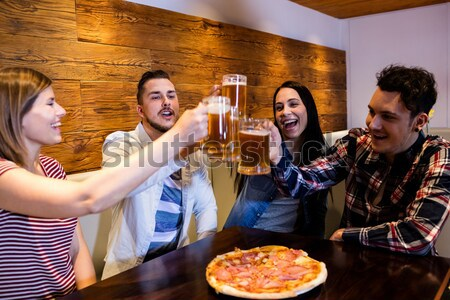 Grupo amigos fotos teléfono móvil restaurante negocios Foto stock © wavebreak_media