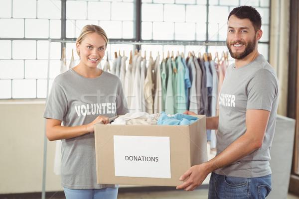 Portret uśmiechnięty wolontariusz ubrania darowizna Zdjęcia stock © wavebreak_media