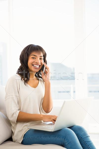 Mosolyog lezser nő telefonbeszélgetés laptopot használ otthon Stock fotó © wavebreak_media