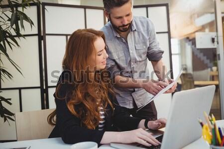 Kobiet cyfrowe tabletka półka ceramiki warsztaty Zdjęcia stock © wavebreak_media