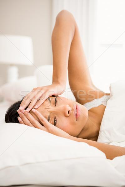 Brunetka bed ręce twarz domu głowie Zdjęcia stock © wavebreak_media