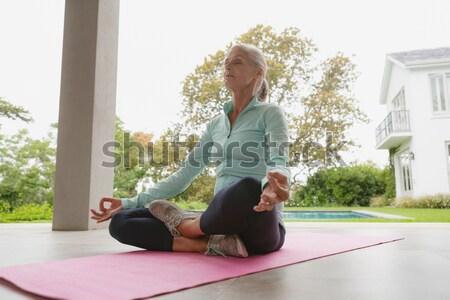 Kobieta jogi weranda piękna kobieta wykonywania Zdjęcia stock © wavebreak_media