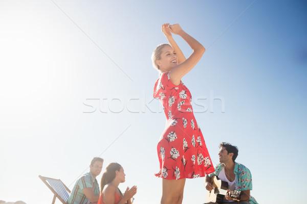 Arkadaşlar müzik dans plaj adam Stok fotoğraf © wavebreak_media