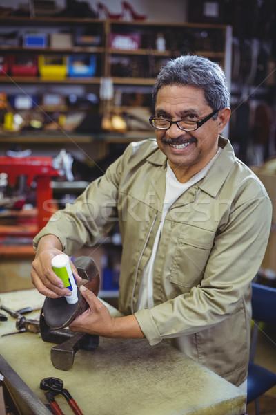 Portret glimlachend lijm schoen workshop Stockfoto © wavebreak_media
