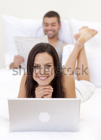 Boldog pár szeretet mosolyog kamera laptopot használ Stock fotó © wavebreak_media