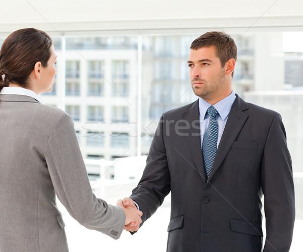 Dwa charyzmatyczny drżenie rąk spotkanie kobieta Zdjęcia stock © wavebreak_media