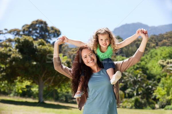 Nő lánygyermek háton lány mosoly szeretet Stock fotó © wavebreak_media