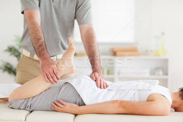 Chiropraticien jambe chirurgie main sport corps Photo stock © wavebreak_media