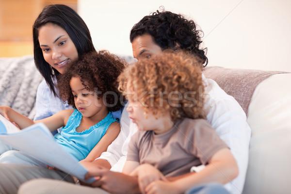 Mutlu genç aile kanepe bakıyor Stok fotoğraf © wavebreak_media