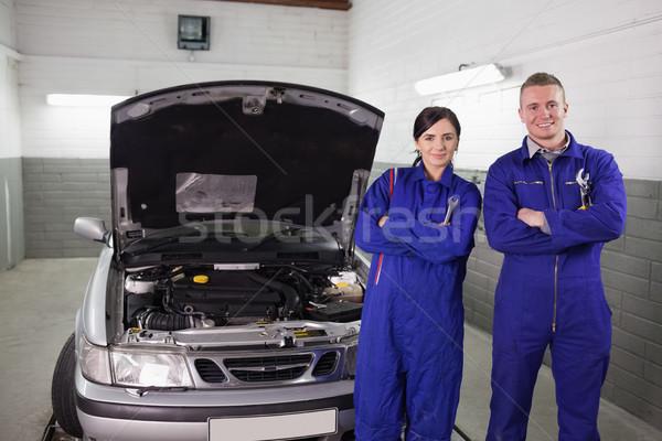 Mécanique voiture garage Ouvrir la Homme moteur Photo stock © wavebreak_media