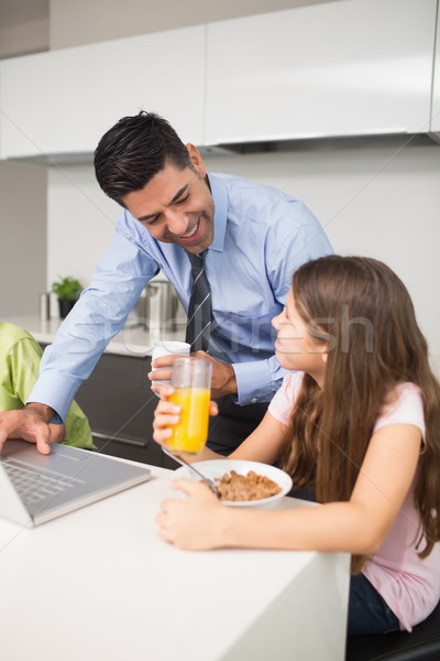 Baba dizüstü bilgisayar kullanıyorsanız çocuklar kahvaltı mutfak genç Stok fotoğraf © wavebreak_media
