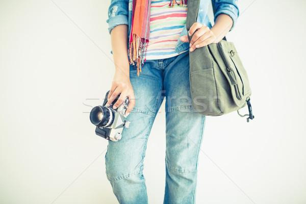 Kobieta dżinsy kamery ramię worek Zdjęcia stock © wavebreak_media