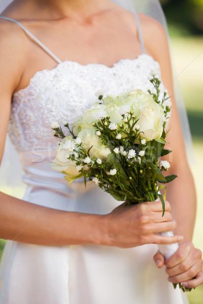 Középső rész gyönyörű menyasszony virágcsokor park közelkép Stock fotó © wavebreak_media