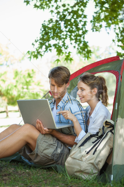 Aranyos pár ül sátor néz laptop Stock fotó © wavebreak_media