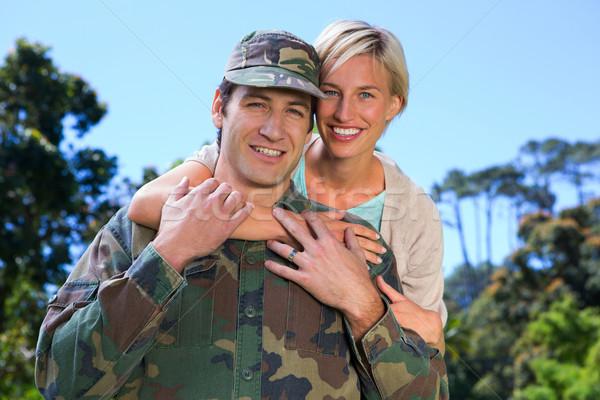 Przystojny żołnierz partnerem kobieta drzewo Zdjęcia stock © wavebreak_media