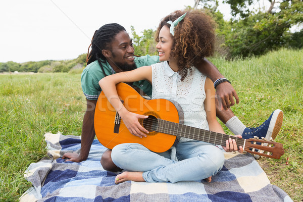 Picnic giocare chitarra erba Foto d'archivio © wavebreak_media