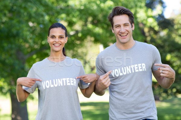 Boldog önkéntes pár mosolyog kamera napos idő Stock fotó © wavebreak_media