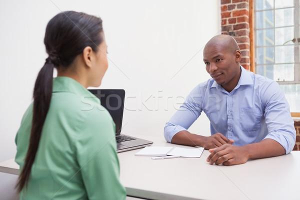 Geschäftsleute sprechen Schreibtisch Büro Frau Stock foto © wavebreak_media