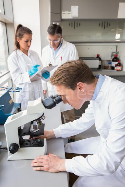 Bilim adamı bakıyor mikroskop laboratuvar okul tıbbi Stok fotoğraf © wavebreak_media
