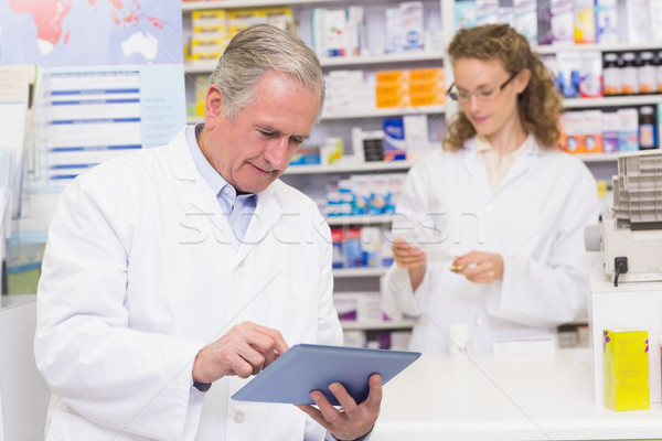 Supérieurs pharmacien hôpital pharmacie homme Photo stock © wavebreak_media