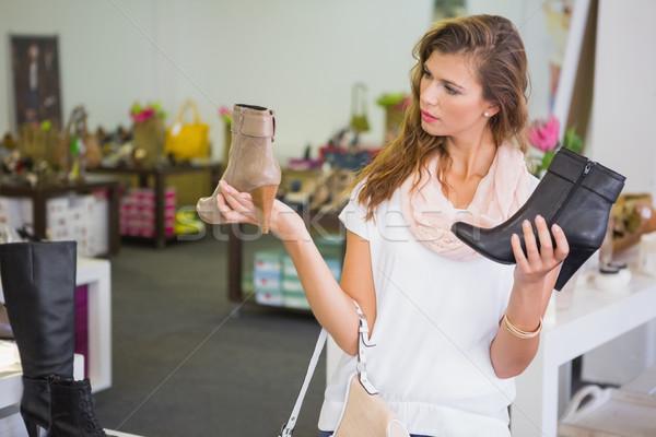 Vrouw moeilijkheden kiezen schoenen schoen winkel Stockfoto © wavebreak_media