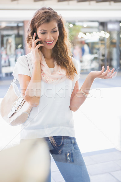 Glimlachende vrouw roepen smartphone gelukkig glas Stockfoto © wavebreak_media