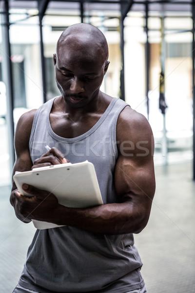 Młodych kulturysta piśmie schowek crossfit siłowni Zdjęcia stock © wavebreak_media