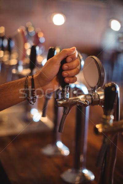 Barman handen bier tik pub Stockfoto © wavebreak_media