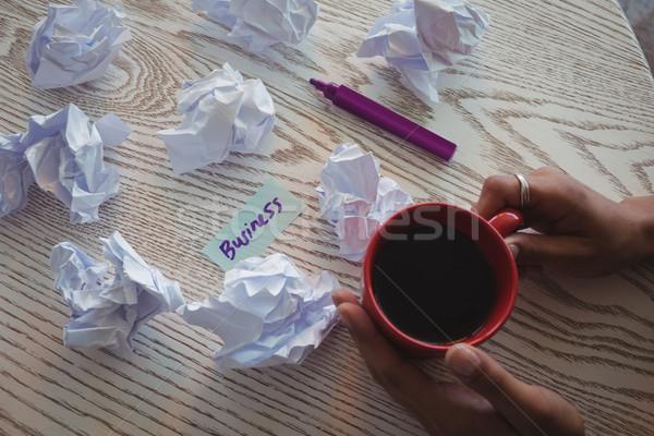 ストックフォト: 手 · 女性実業家 · コーヒー · 論文 · デスク