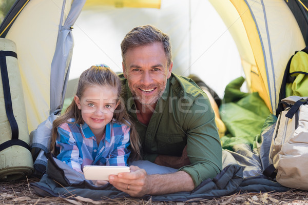Baba kız cep telefonu çadır portre Stok fotoğraf © wavebreak_media