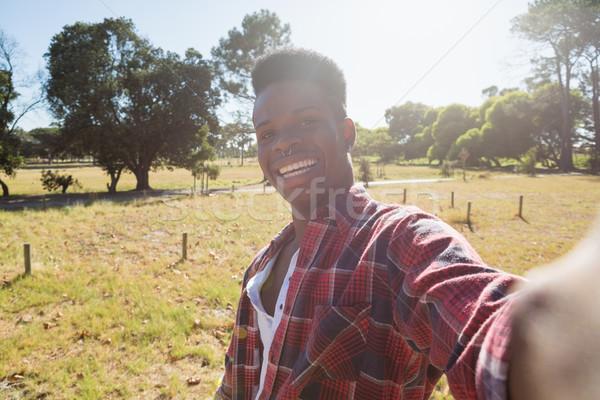 Homem em pé parque retrato preto Foto stock © wavebreak_media