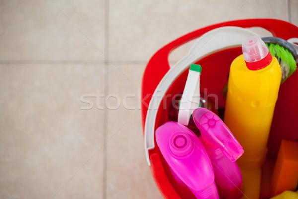Găleată ţiglă podea acasă Imagine de stoc © wavebreak_media