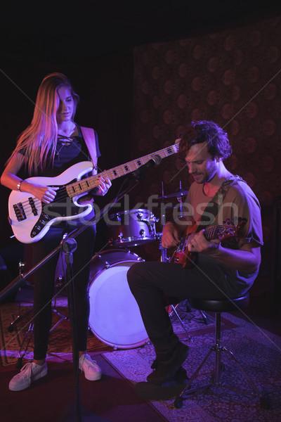 Człowiek kobieta muzyki mikrofon zabawy Zdjęcia stock © wavebreak_media