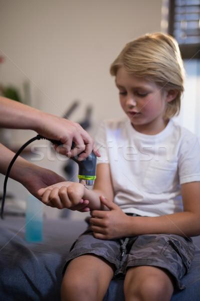 Handen vrouwelijke arts pols ziekenhuis Stockfoto © wavebreak_media