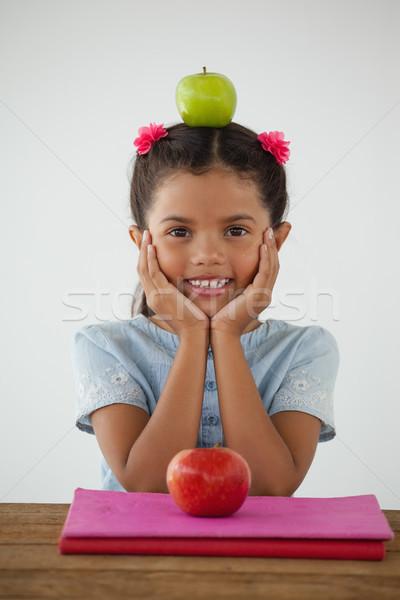 Aluna sessão verde maçã cabeça branco Foto stock © wavebreak_media