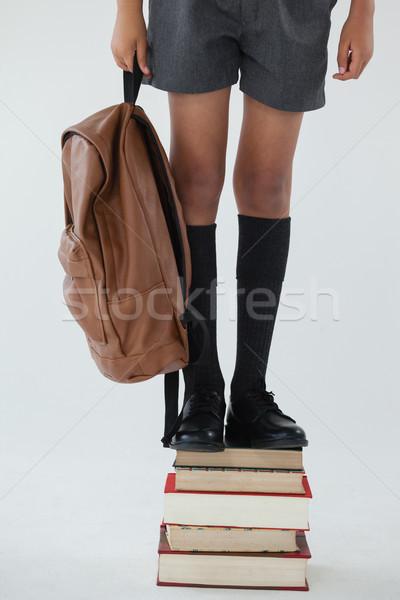 écolier permanent livre blanche faible Photo stock © wavebreak_media
