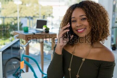 счастливым деловая женщина играет видеоигра сидят белый Сток-фото © wavebreak_media
