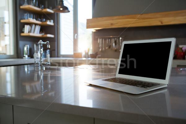 Laptop konyhapult otthon billentyűzet konyha notebook Stock fotó © wavebreak_media