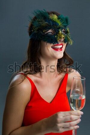 Mulher potável bebida fria assistindo filme Foto stock © wavebreak_media