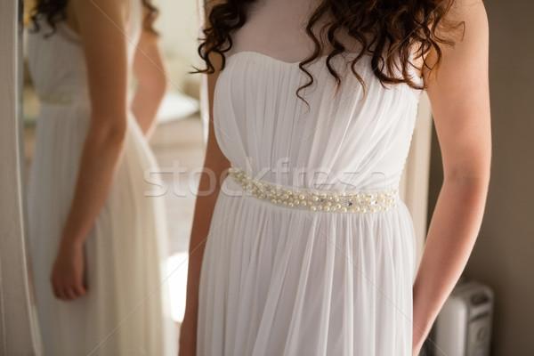 Sposa abito da sposa piedi specchio home donna Foto d'archivio © wavebreak_media