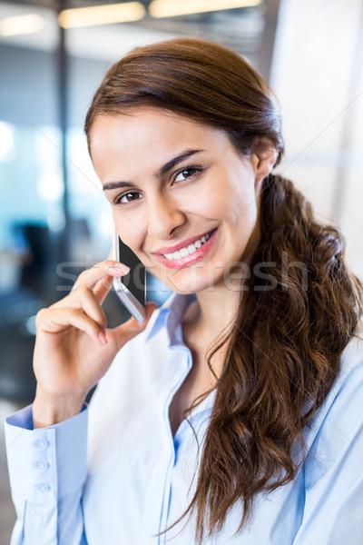 Mujer de negocios teléfono móvil primer plano oficina mujer Foto stock © wavebreak_media
