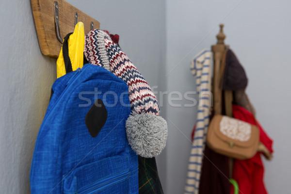 Warme Kleidung Tasche hängen Haken Wand Stock foto © wavebreak_media