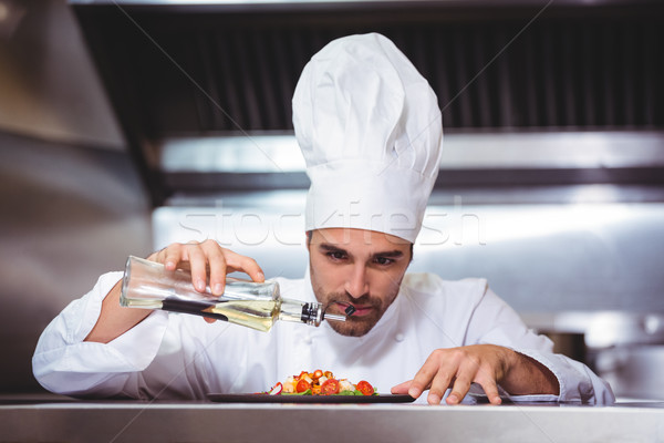 Chef touch insalata commerciali cucina Foto d'archivio © wavebreak_media