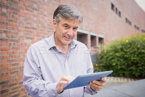Profesor cyfrowe tabletka kampus uczelni człowiek Zdjęcia stock © wavebreak_media