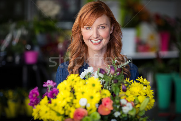 Feminino florista em pé sorridente mulher Foto stock © wavebreak_media