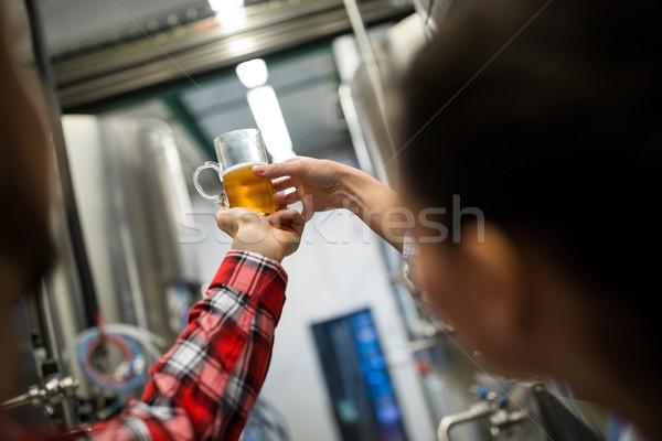 Teste cerveja cervejaria mulher beber indústria Foto stock © wavebreak_media