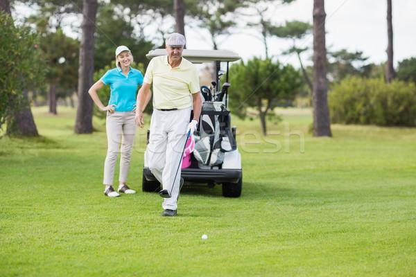 Casal em pé campo de golfe maduro mulher grama Foto stock © wavebreak_media