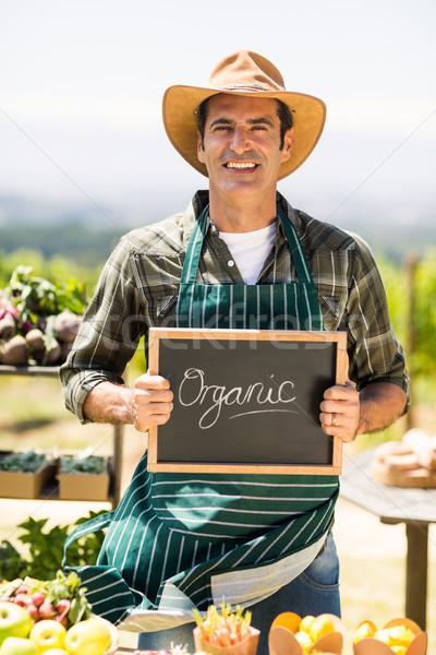 Retrato sorridente jeans orgânico assinar Foto stock © wavebreak_media
