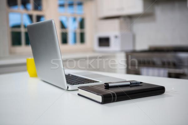 ノートパソコン 個人 主催者 ペン 表 キッチン ストックフォト © wavebreak_media