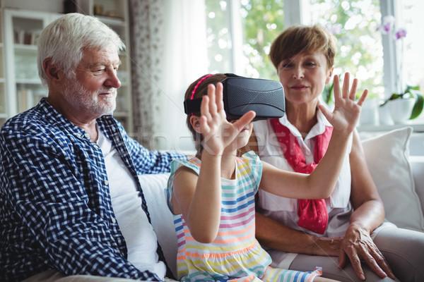 Nieta virtual realidad auricular abuelos salón Foto stock © wavebreak_media